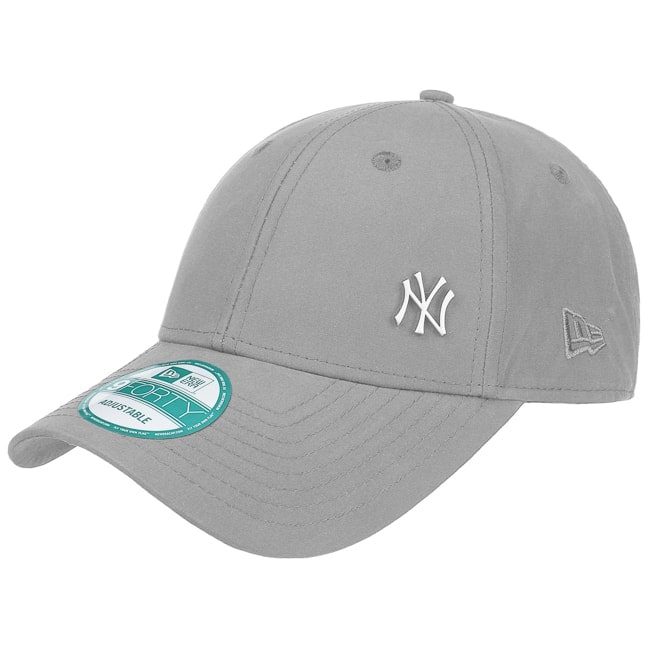 9Forty NY Yankees Strapback Cap. by New Era 372ee60f285